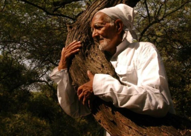 '나무 껴안기 운동' 인도 환경운동가 바후구나 코로나로 사망