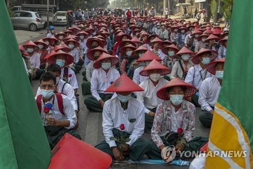 미얀마 '저항' 교사 12만5천명 정직…'교육 마비' 우려