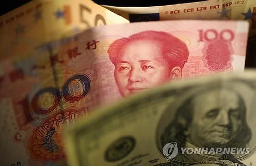 """中인민은행 내부서 """"위안화 환율 시장 맡기자"""" 의견 잇따라"""