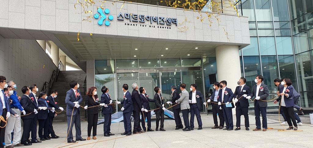 춘천에 '스마트토이 비즈센터' 개소…시제품 제작소