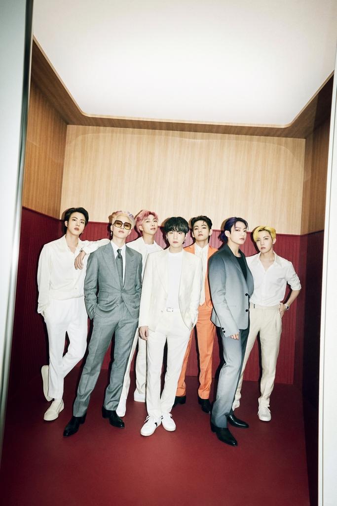 BTS '버터', 일본서도 흥행 돌풍…오리콘 2개 주간차트 정상