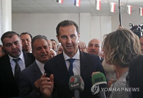 시리아 국민은 내전에 신음하는데…30년 장기집권 나선 알아사드