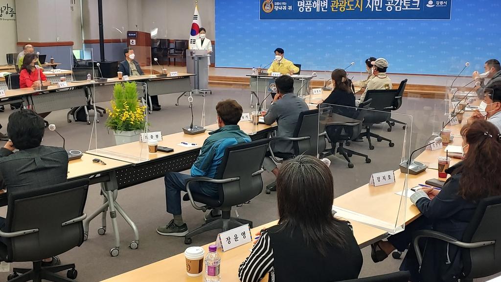 """해변 반려동물 보호소 요청에 강릉시장 """"민간 밥그릇 뺏는 것"""""""