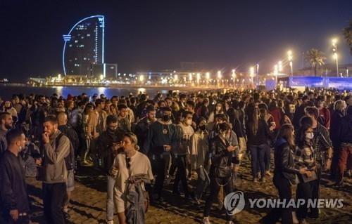 6개월만에 `코로나19 통금` 없어진 스페인, 축제 분위기