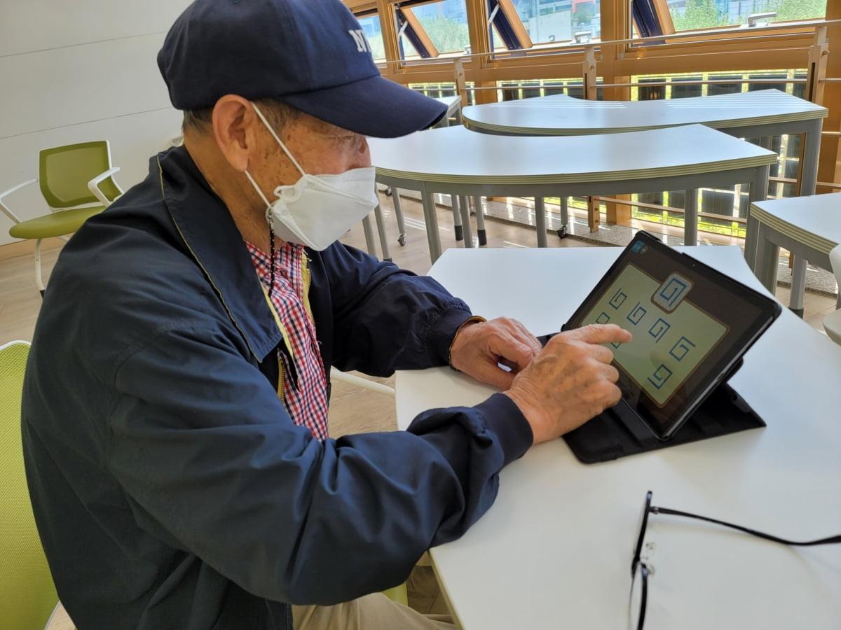 생명보험재단, 태블릿PC로 어르신 디지털지원사업 나선다