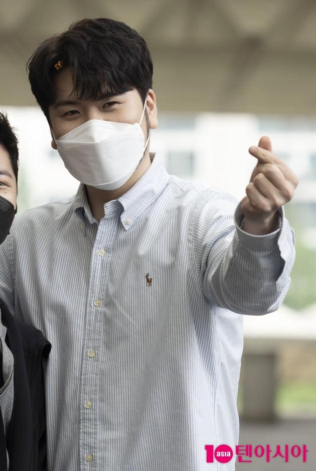 [TEN 포토] 라포엠 정민성 '손하트로 인사'