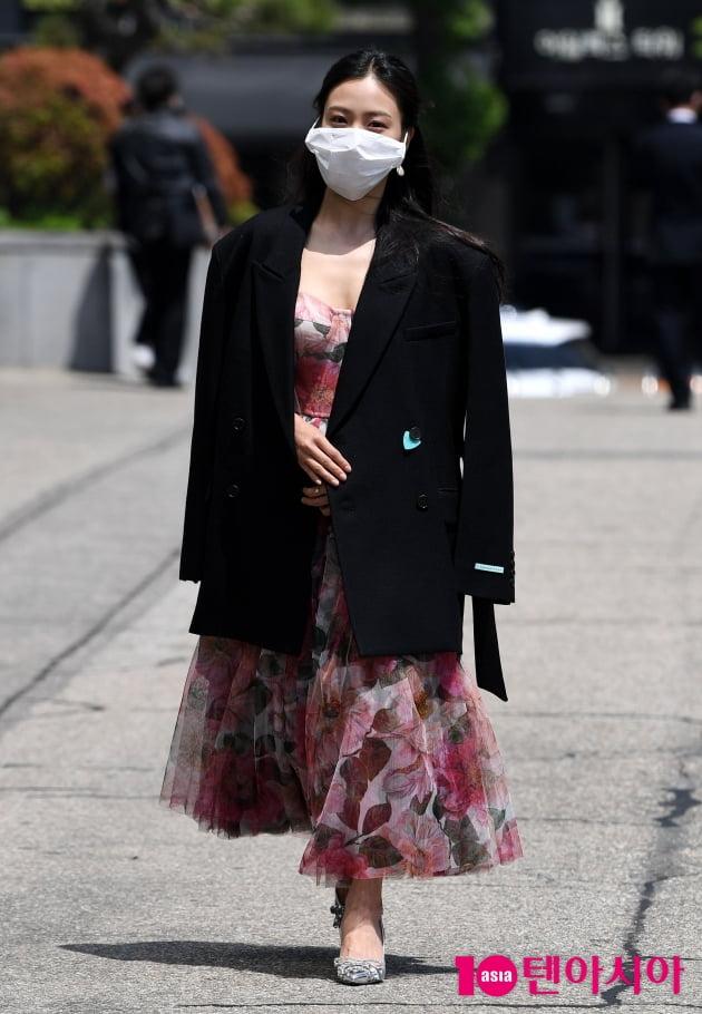 [TEN 포토] 고민시 '꽃무늬로 화려한 출근길'