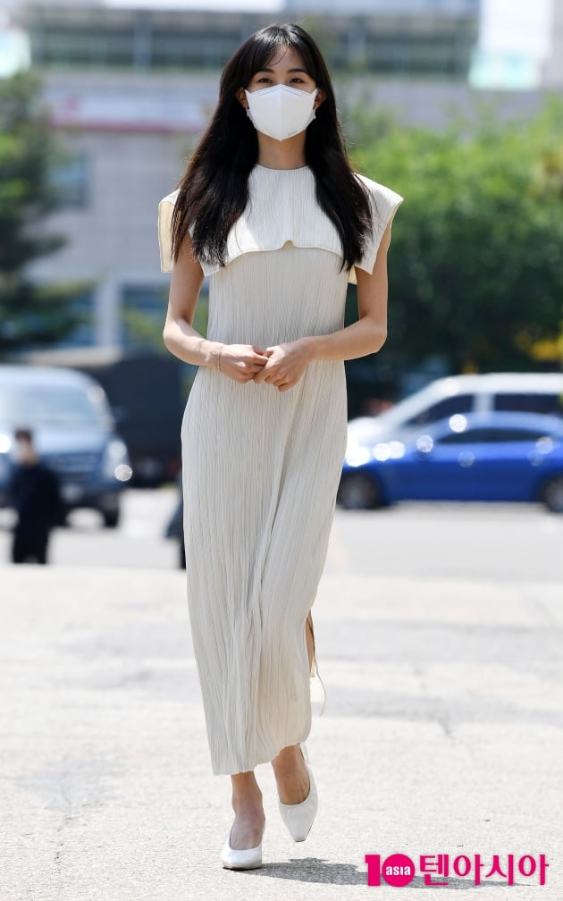 [TEN 포토] 금새록 '하늘하늘한 원피스 입고...'