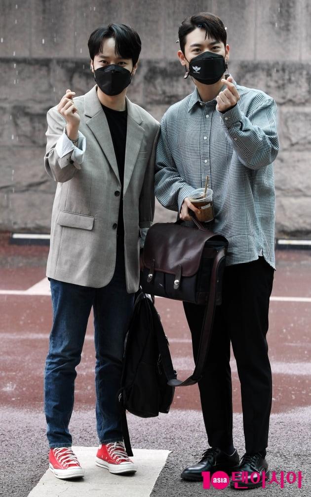 [TEN 포토] 라포엠 최성훈-유채훈 '센스 넘치는 하트'