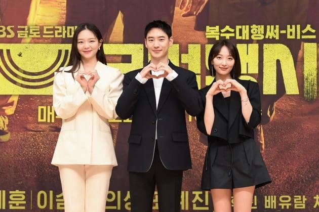 배우 이솜(왼쪽부터), 이제훈, 표예진. /사진제공=SBS