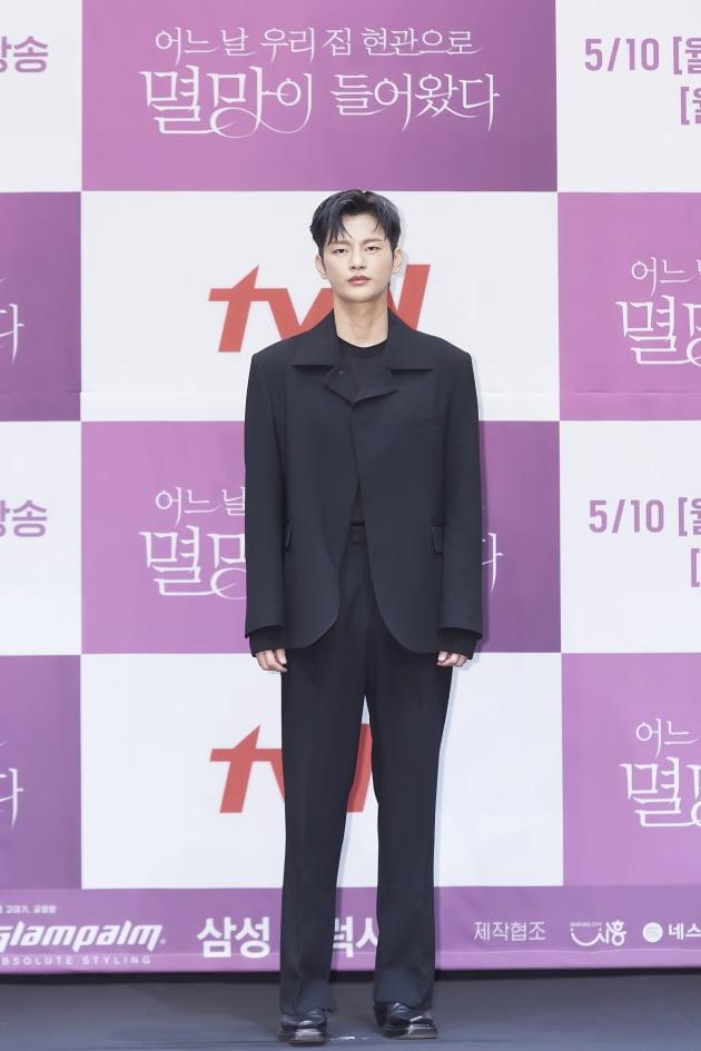 배우 서인국이 6일 오후 온라인 생중계된 tvN 새 월화드라마 '어느 날 우리 집 현관으로 멸망이 들어왔다' 제작발표회에 참석했다. /사진제공=tvN