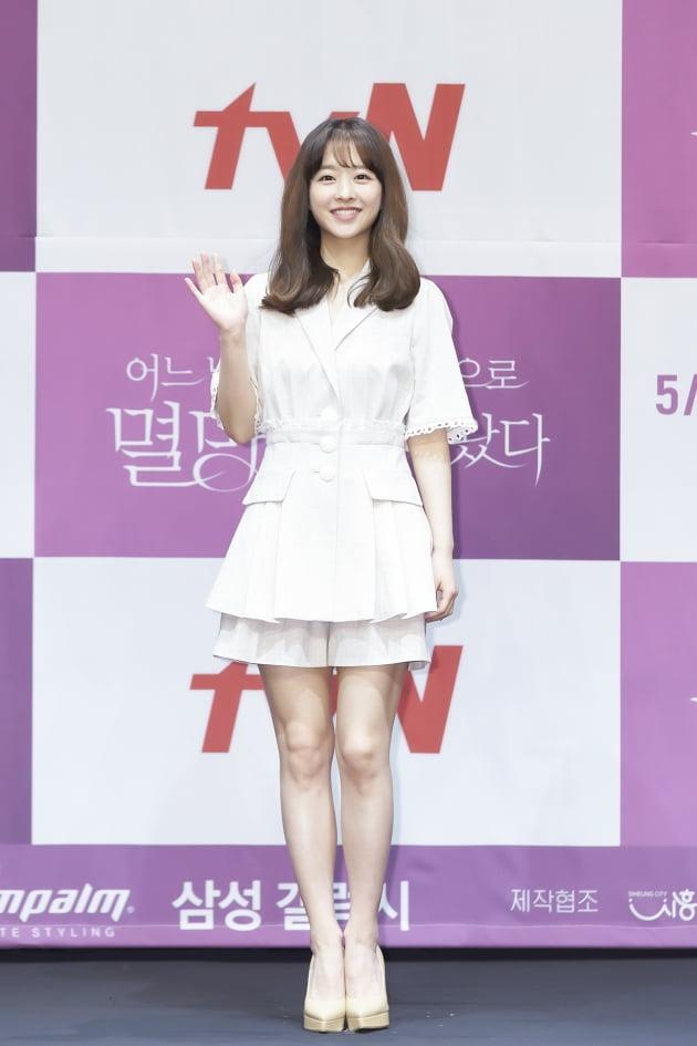 박보영은 '멸망'에서 평범한 삶에 끼어든 뜻밖의 운명에 자신의 목숨과 사랑을 걸기로 한 탁동경 역을 맡았다. /사진제공=tvN