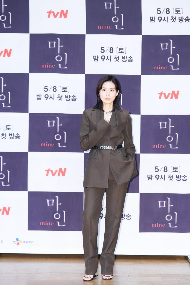 이보영은 '마인'에서 최고의 자리에 올랐던 전직 톱 배우이자 효원 그룹의 둘째 며느리 서희수 역을 맡았다. /사진제공=tvN