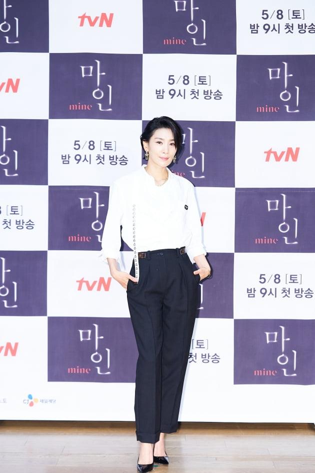 '마인'에서 김서형은 전통과 막강한 재력을 가진 재벌가 출신이자 효원 그룹 첫째 며느리 정서현을 연기한다. /사진제공=tvN