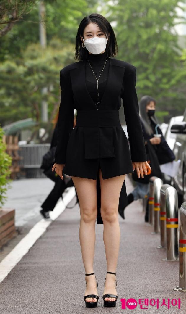 [TEN 포토] 박지연 '끝도 없는 다리길이'