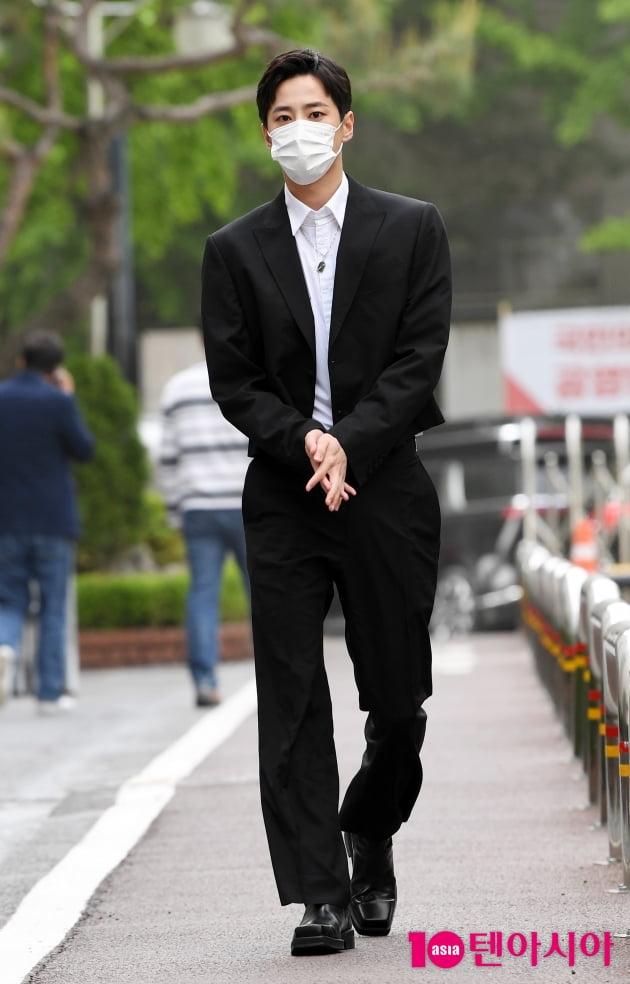 [TEN 포토] 이준영 '수줍은 출근길'