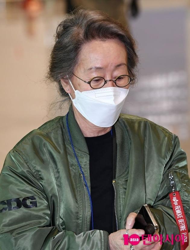 [TEN 포토] 윤여정 '오스카 수상자의 우아함'