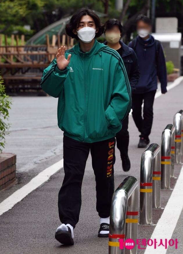 [TEN 포토] 잔나비 최정훈 '집앞에 나온듯한 편안한 출근길'
