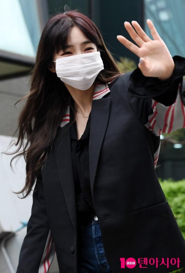 [TEN 포토] 헤이즈 '팬 보고 반가운 인사'