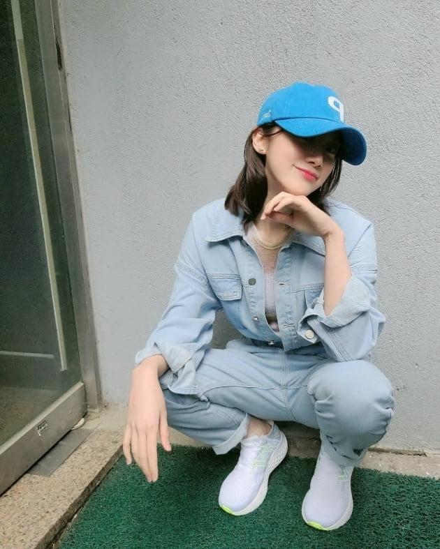 '신민철♥' 혜림, 신혼집 앞인가…비오는 날에 청청패션 [TEN★]