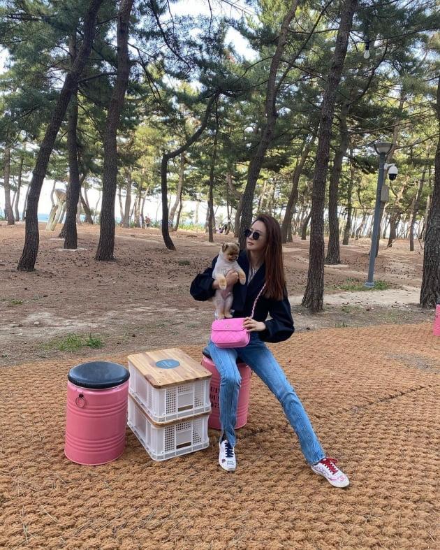 '세븐♥' 이다해, 핑크 명품백+양쪽 색깔 다른 신발끈 '의도한 스타일' [TEN★]