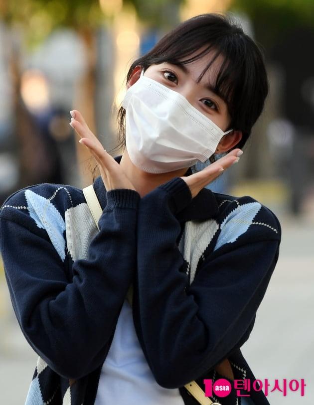 [TEN 포토] 정다빈 '방송국을 밝히는 꽃한송이'