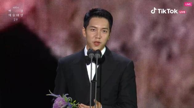 [제57회 백상예술대상] 이승기, 유재석·신동엽 제쳤다…男예능상 수상