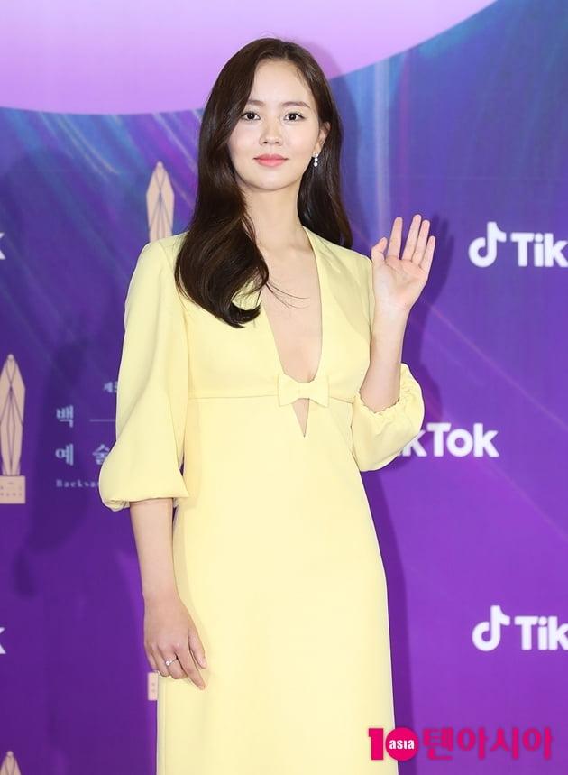 [TEN 포토] 김소현 '과감한 절개 드레스' (백상예술대상)