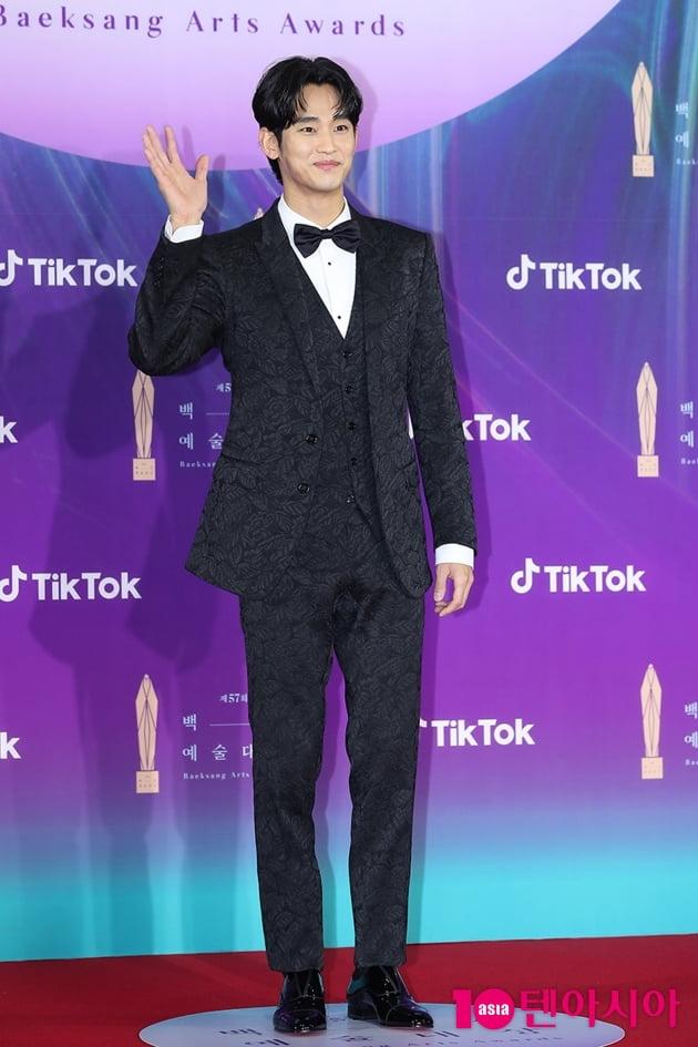 [TEN 포토] 김수현 '여심 녹이는 꽃미소' (백상예술대상)