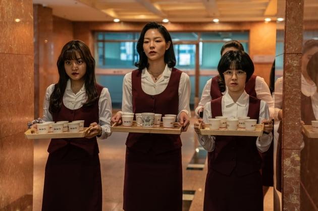 '삼진그룹 영어토익반' 고아성-이솜-박혜수./ 사진제공=롯데엔터테인먼트