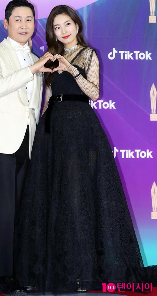 [TEN 포토+] '백상예술대상' 블랙 드레스로 이어진 고혹美