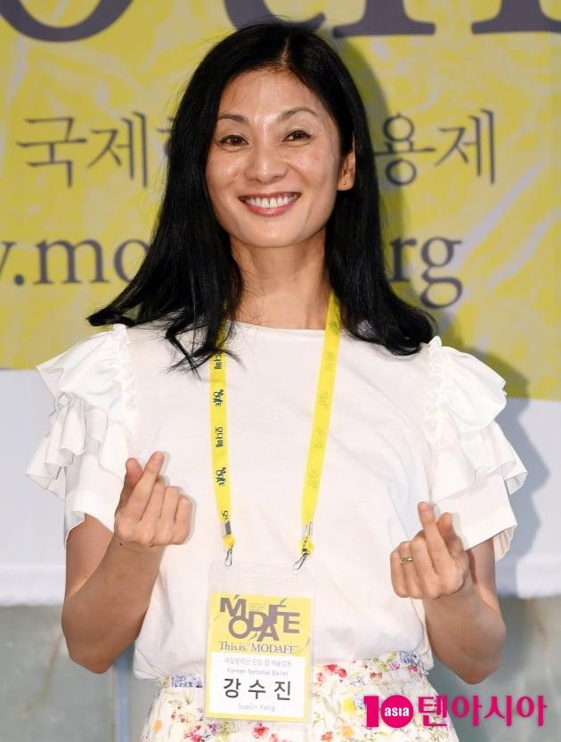 [TEN 포토] 강수진 '달콤한 하트'