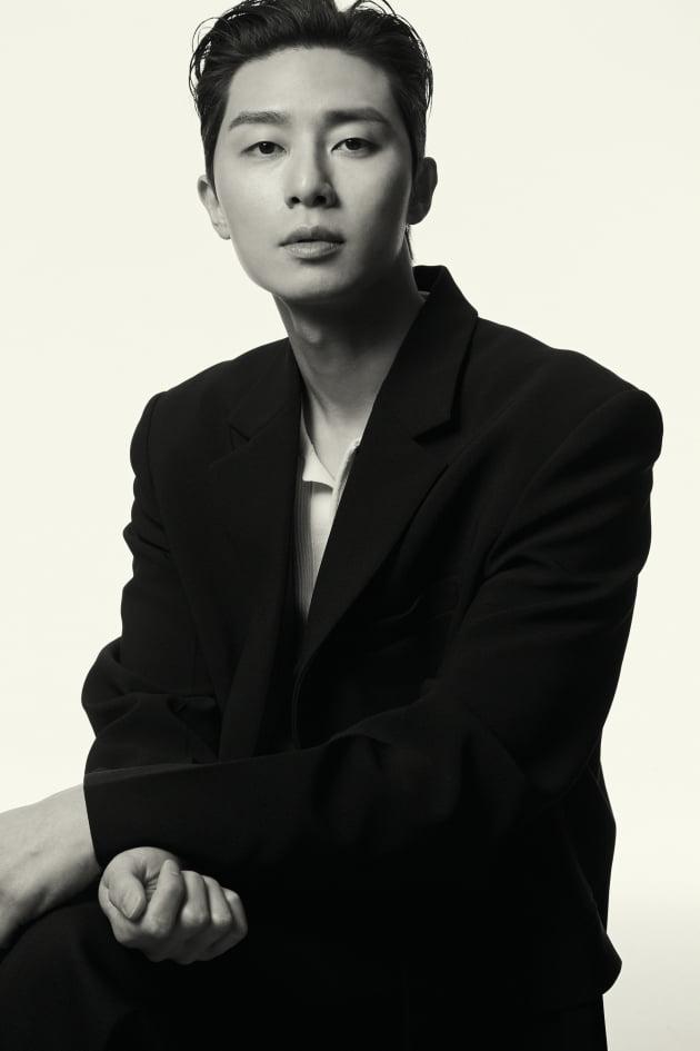 박서준, 흑백에 담긴 깊이감
