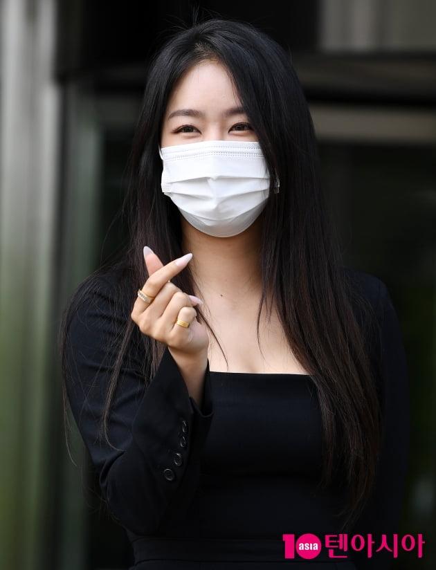 [TEN 포토] 소유 '청량한 하트'