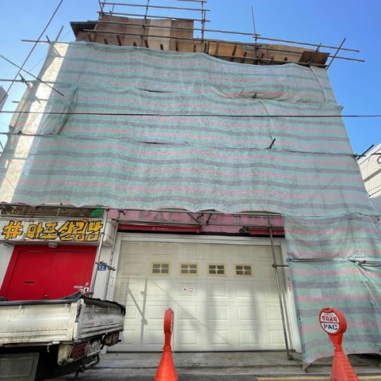 """""""공사비 2억""""…팝핀현준, 母 위해 자택에 엘리베이터 설치 [TEN★]"""