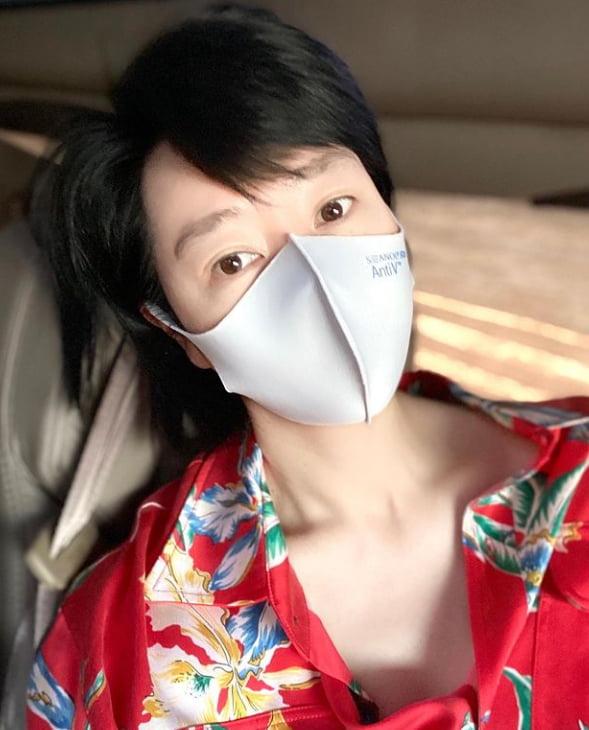 '50대' 나이가 믿기지 않는 동안 김혜수, 마스크도 못막은 초절정 외모[TEN★]