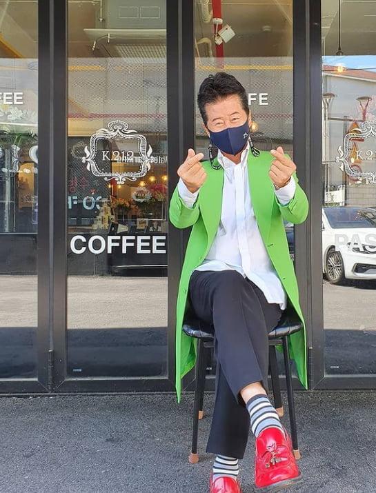 """'석탄일 쌍하트' 태진아 """" 마스크는 꼭 쓰세요""""[TEN★]"""