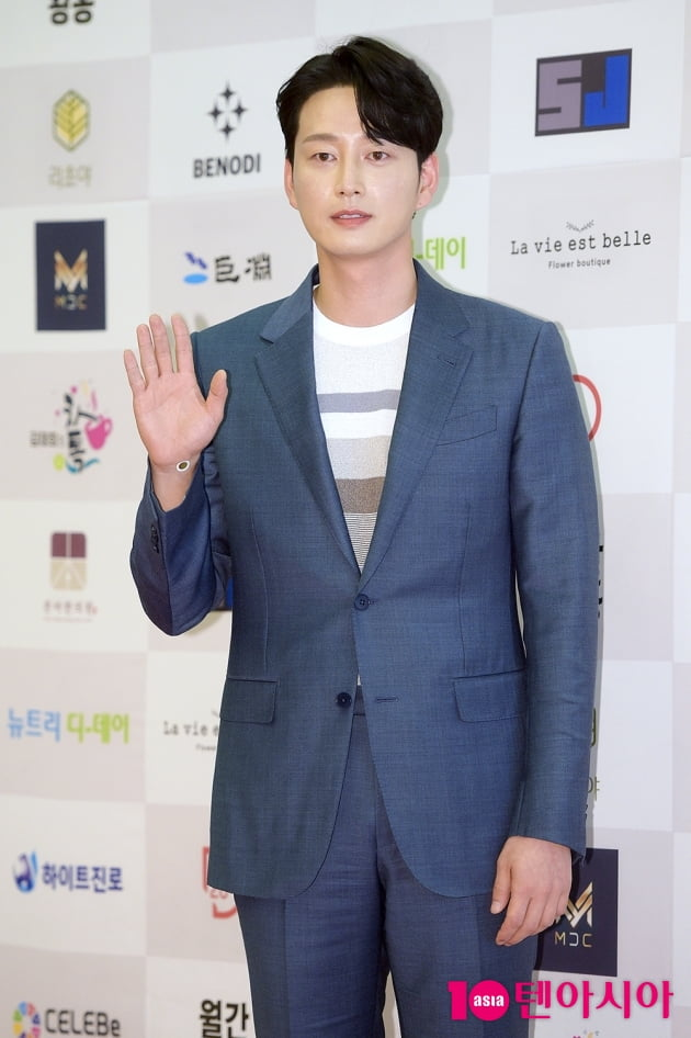 [TEN 포토] 이현욱, '젠틀한 훈남 비주얼'