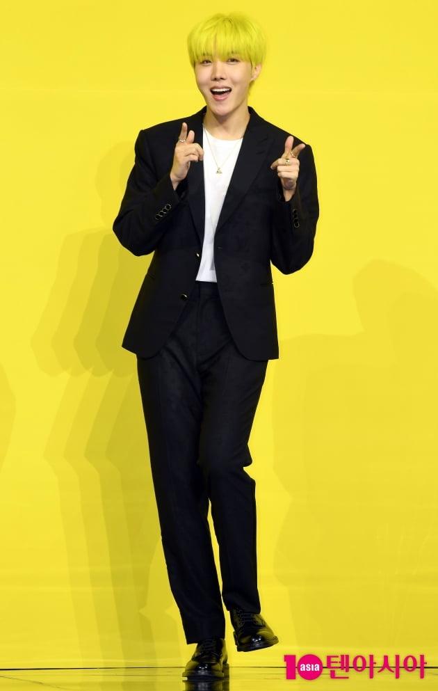 [TEN 포토]방탄소년단(BTS) 제이홉 '아미들을 위한 사랑의 총알'