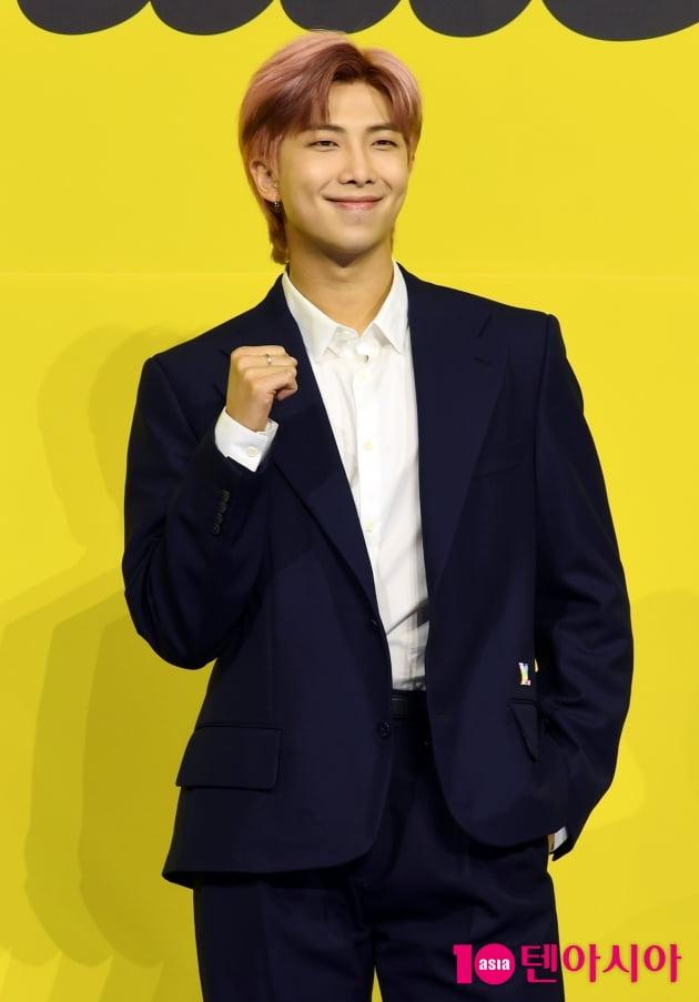 [TEN 포토]방탄소년단(BTS) RM '앨범 '웃는 모습에 반하겠어'