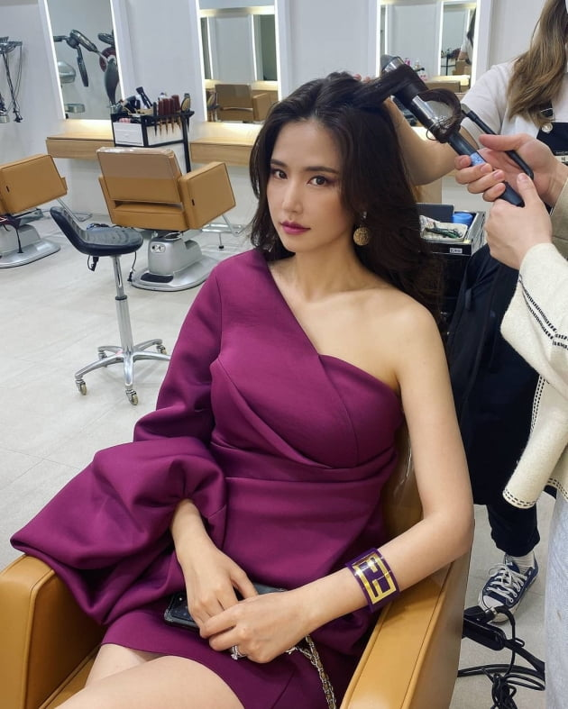 """공현주, 초미니 기장에 드러난 아찔한 각선미 """"미스코리아 스타일"""" [TEN★]"""