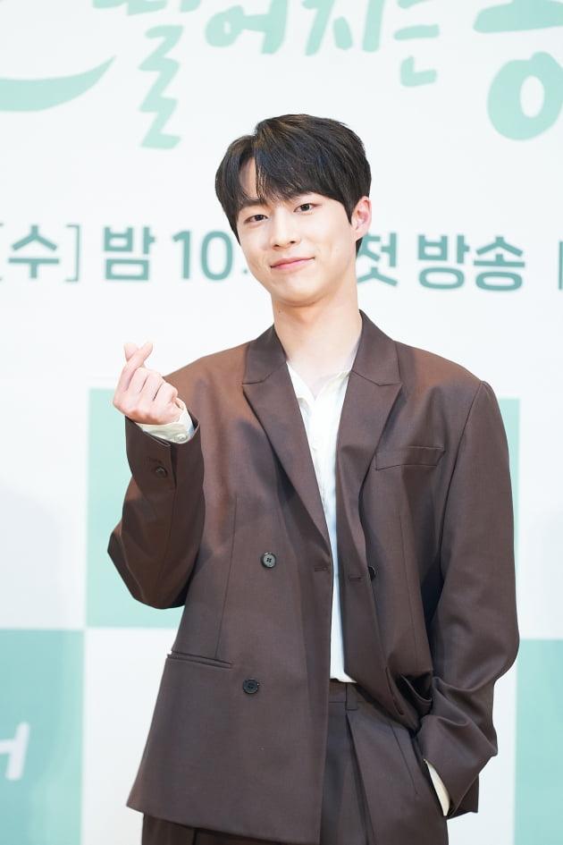 배인혁은 '간동거'에서 이담의 철벽 매력에 빠져 개과천선하는 SNS스타 범띠 선배 계선우로 나온다. /사진제공=tvN