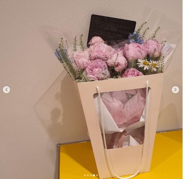 차예련 '작약 선물해준 소리없는 사랑꾼 ♥주상욱 고마워요'(결혼기념일)[TEN★]