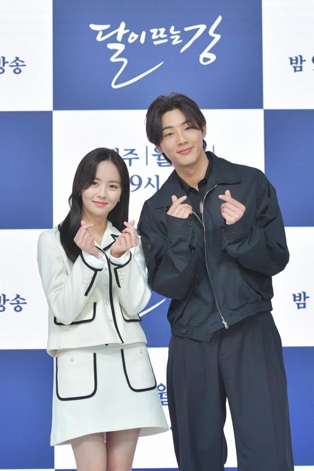 '달뜨강' 배우김소현(왼쪽)과 지수/ 사진=KBS2 제공