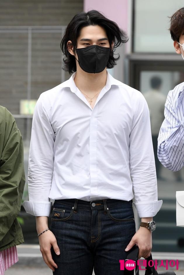 [TEN 포토] 라비던스 김바울 '바람도 질투하는 외모'