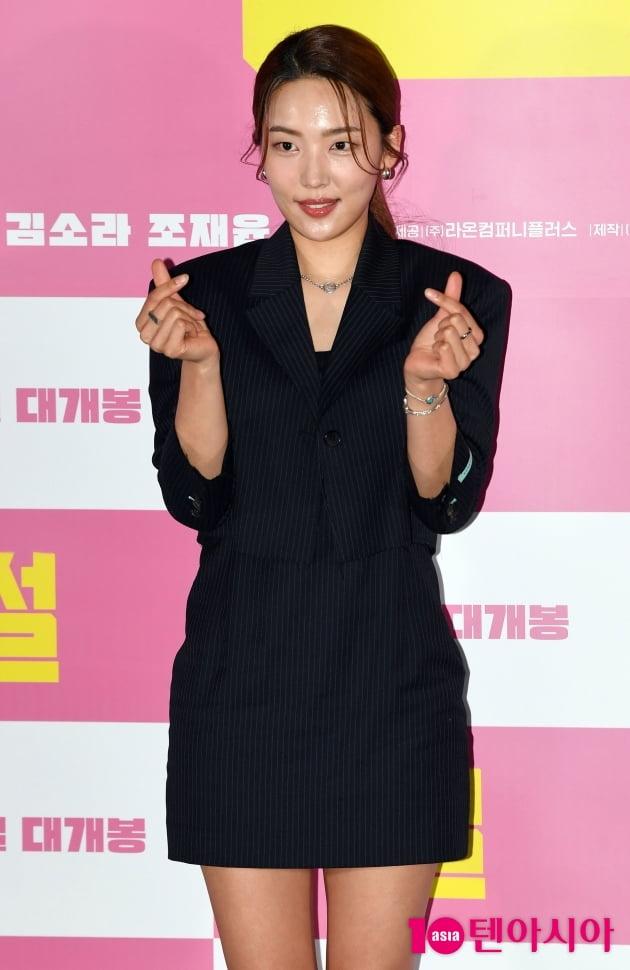[TEN 포토] 김소라 '수줍은 하트'