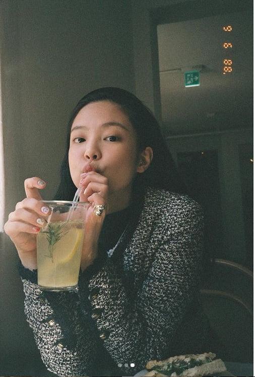 제니 '레트로 감성에 푹 빠진 고급진 여신' [TEN★]