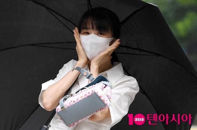 [TEN 포토] 박하선 '꽃받침도 예쁘게'