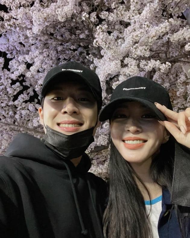 배우 한예슬과 남자친구/ 사진=인스타그램