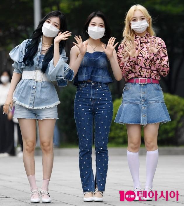 [TEN 포토] 로켓펀치 연희-윤경-소희 '오늘 패션코드는 청'
